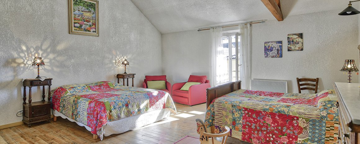Beautiful Provencal rooms in sunny colors